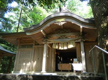 kushihuru_shrine.jpg